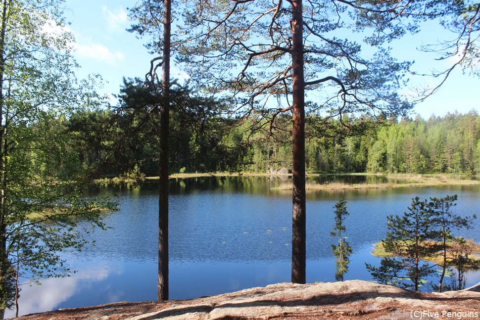 ヌークシオ国立公園の美しい湖