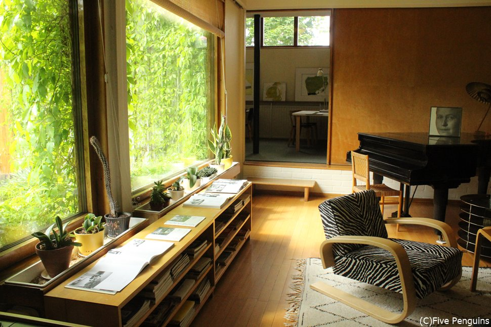 緑と一体になった部屋はなんとも心地いい空間