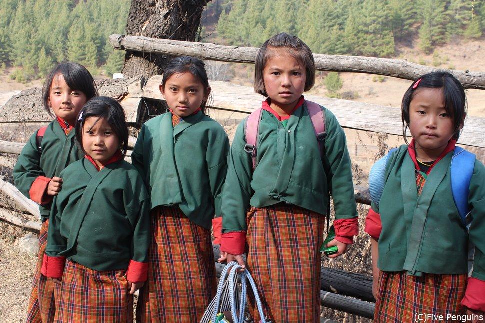 ブータンの小学生(トンサ)