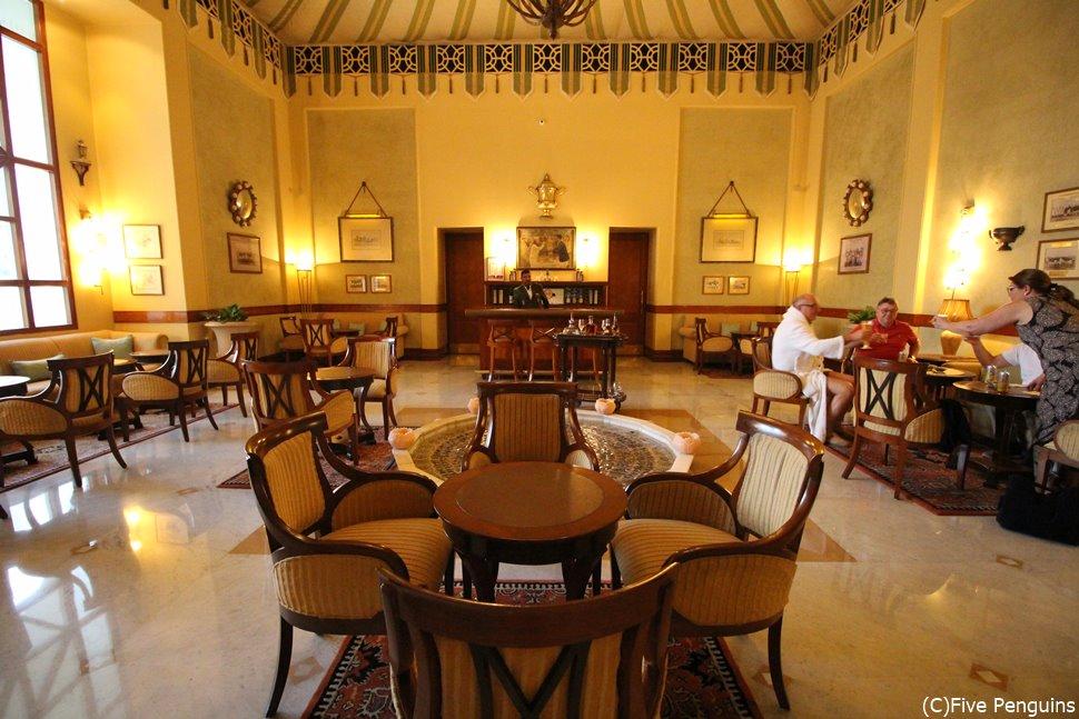 宮殿ホテルに泊まらなくともお茶に行くというのも一案(ジャイプール)