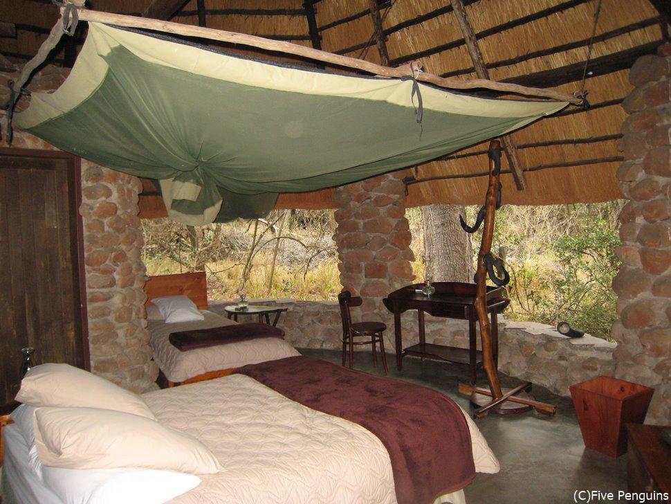 ムカヤ保護区のストーンキャンプの部屋には窓がない!