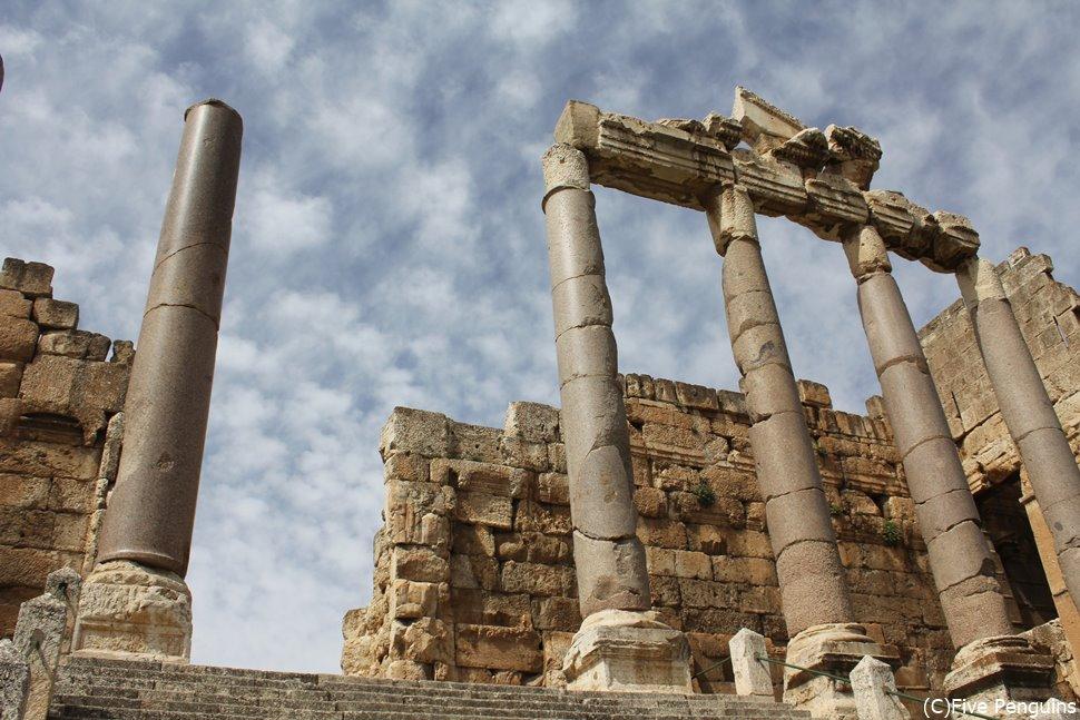 本当は立派な神殿が建っていたそう