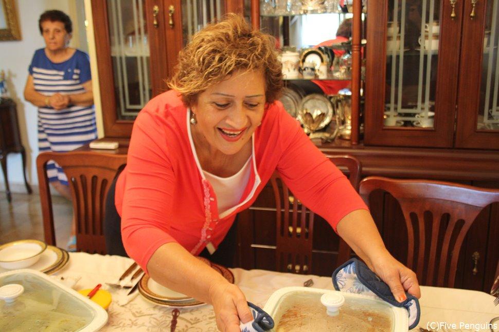 ホストファミリーのママの手料理を味わう!