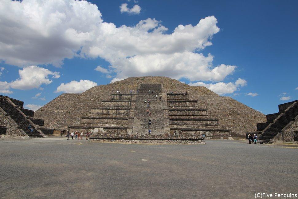月のピラミッド(テオティワカン遺跡)