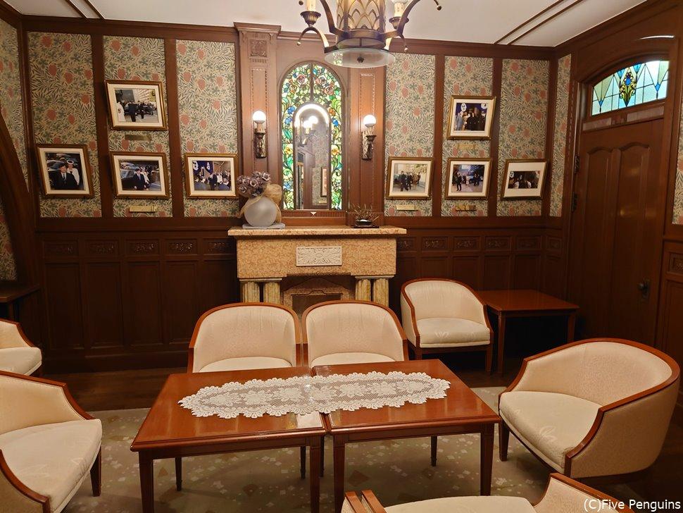 昭和25年、昭和天皇が泊まられた部屋が今は展示室に
