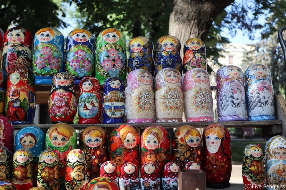 首都キシニョウの青空市場ではマトリョーシカも売っていました!