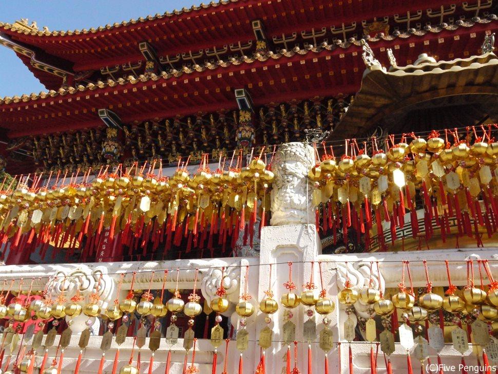 日月潭の北には文武廟は鮮やかな朱色が広がる世界