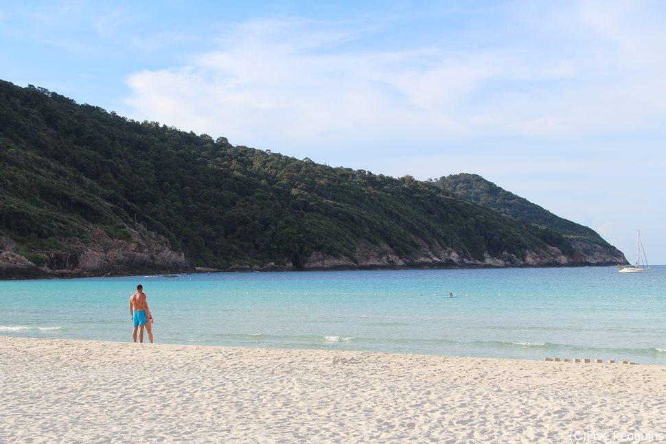 これぞ秘境?サラサラの白砂ビーチと透き通る海!