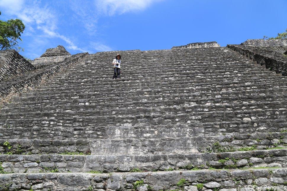 石段を延々と登れば、絶景が待っている