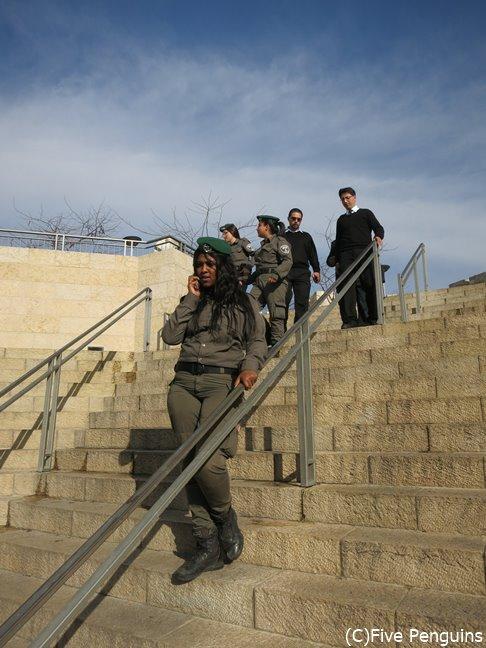 女性も兵役義務があるイスラエル