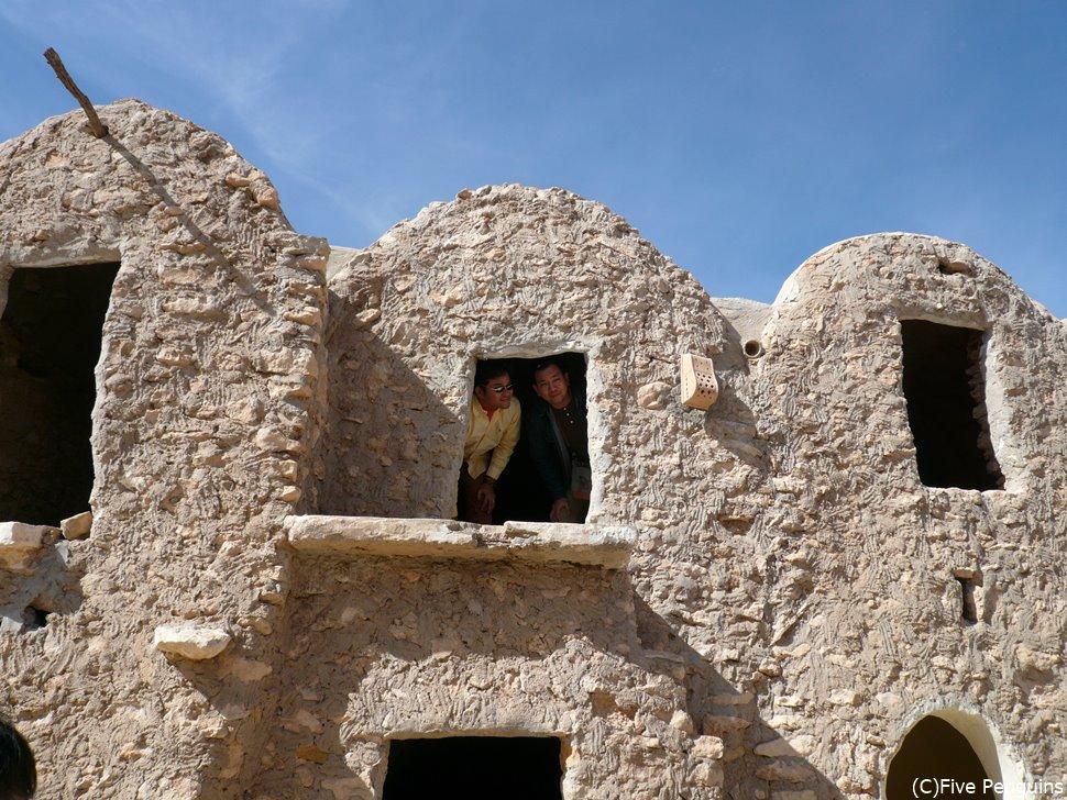 土色の建物が砂漠の惑星らしいですね。