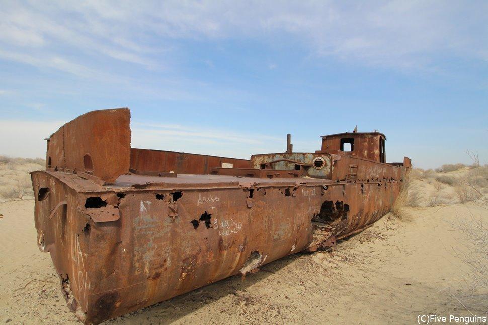 船の墓場/錆びついた漁船<ムイナク>