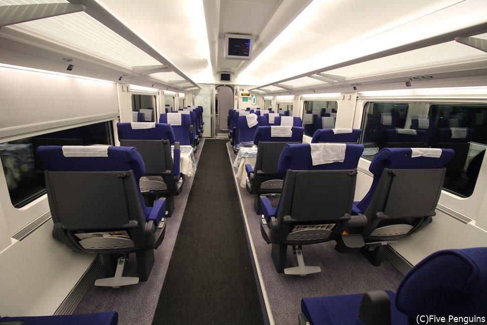 エコノミー座席でも快適な高速鉄道<アフラシャブ号>