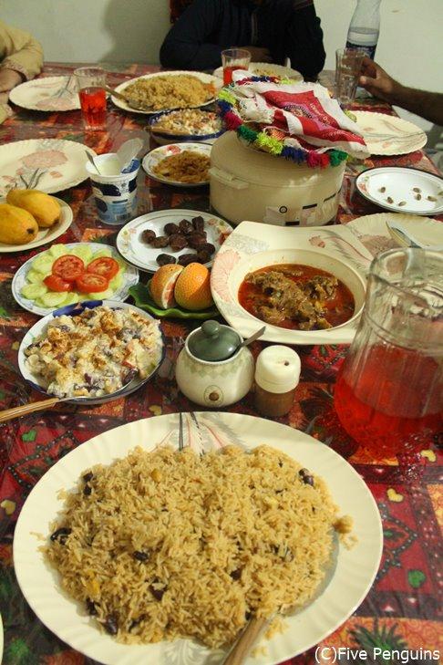 パキスタンの食卓はこんな感じです