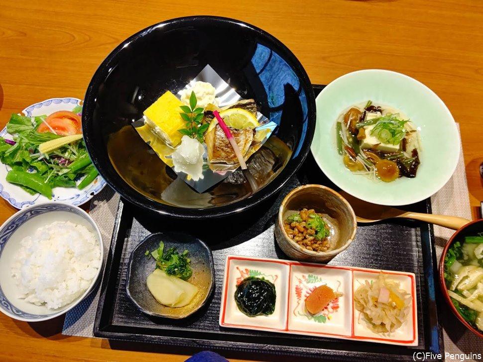 和洋選べる朝食。私は和食をチョイス