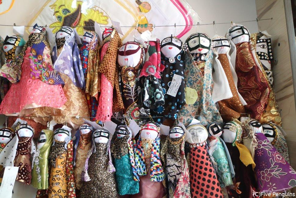 土産物屋の人形もイランならでは