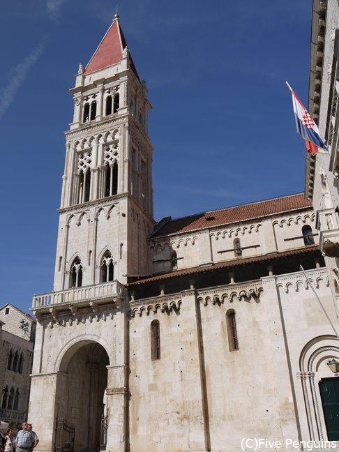 トロギルの見どころ、聖ロヴロ大聖堂