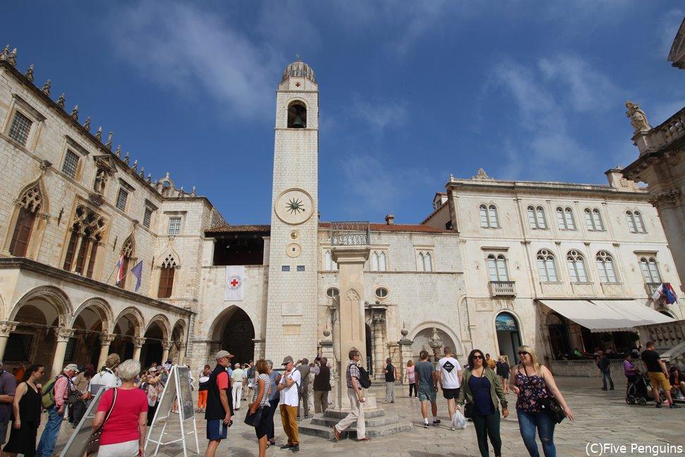 ルジャ広場やプラツァ通りはいつも観光客で賑わう。