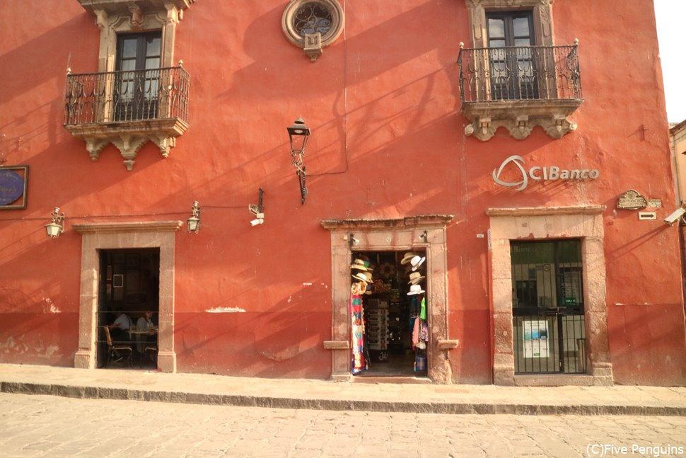 色鮮やかな建物が目をひくメキシコの町