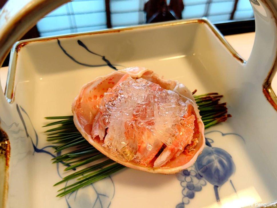 日本海の松葉蟹はトマトの透明なクリアジュレを添えて