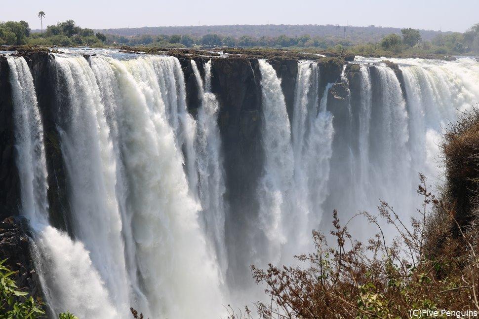 ジンバブエ側から見たビクトリア滝。