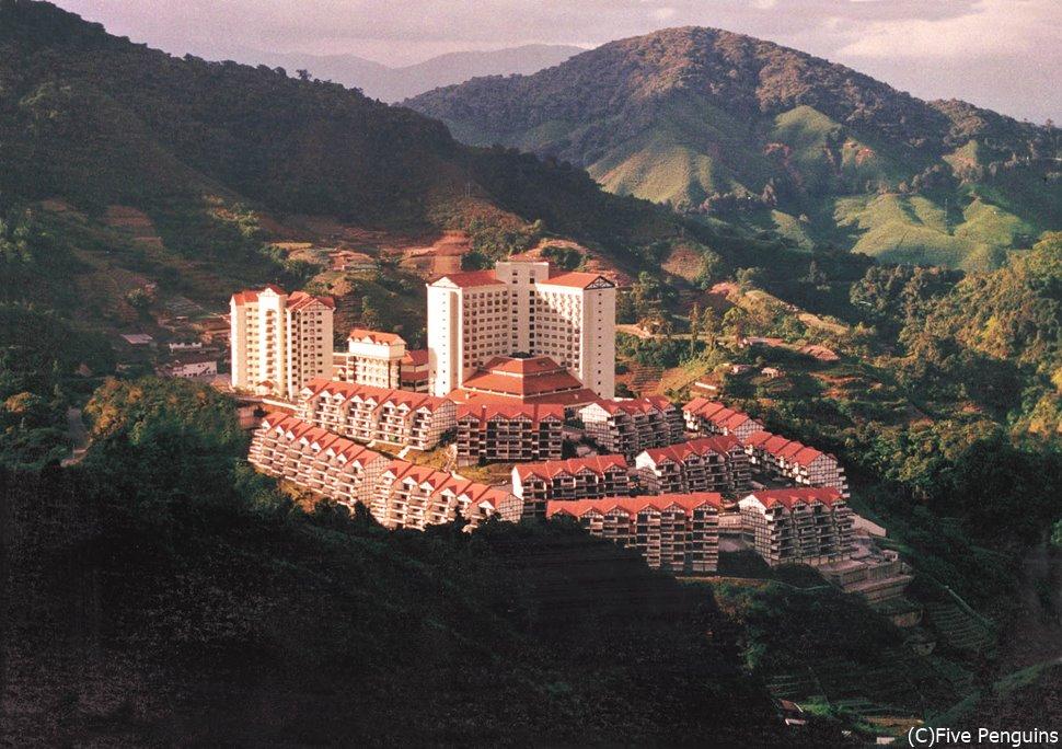 高原に建つ「エクアトリアル・ヒルリゾート」