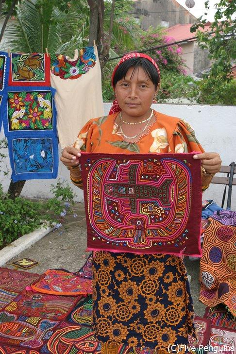 クナ族の女性(サンブラス諸島)