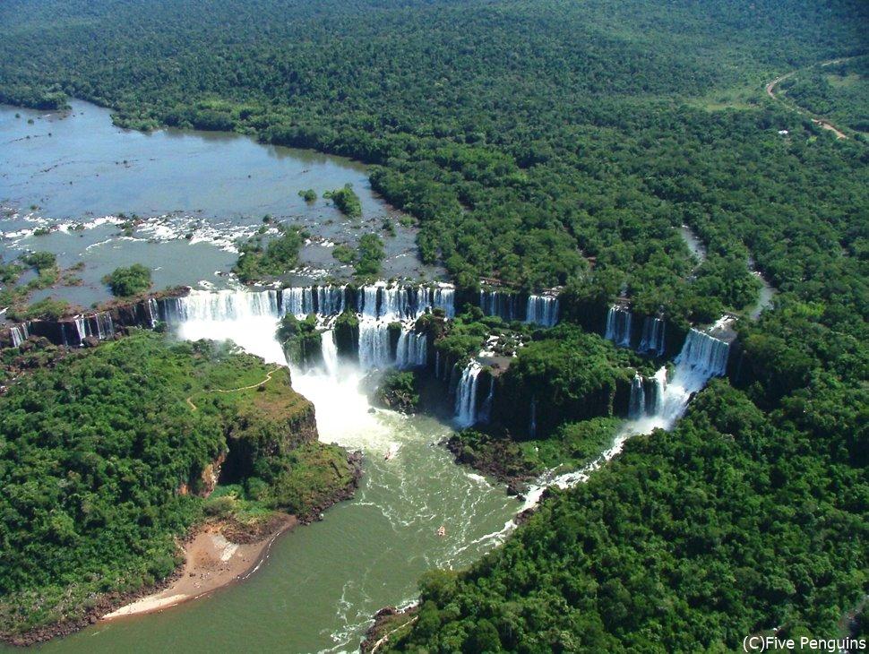 空から見たイグアスの滝