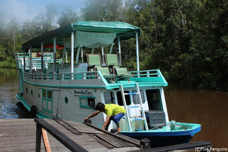 クロトッと呼ばれる木造船に乗ってジャングルクルーズ
