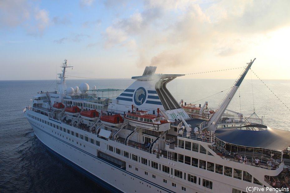乗客乗員数を合わせると4000名にもなる巨大客船