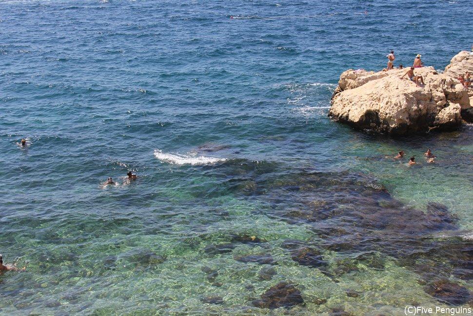 ロヴィニはリゾート地でもあり、きれいな海が目の前に