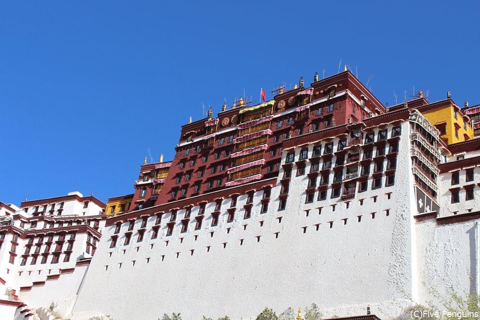 ラサの象徴ポタラ宮はダライ・ラマの宮殿