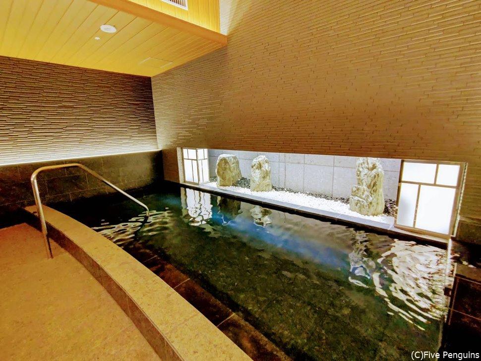温泉気分の味わえる心地よい大浴場が嬉しい