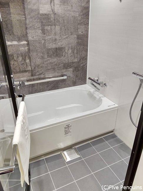 バスルームも清潔で洗い場付きで便利