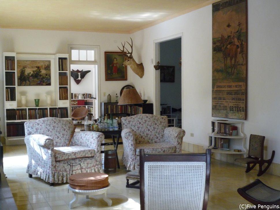 フィンカ・ビヒア邸宅内部はカントリー調の家具で統一