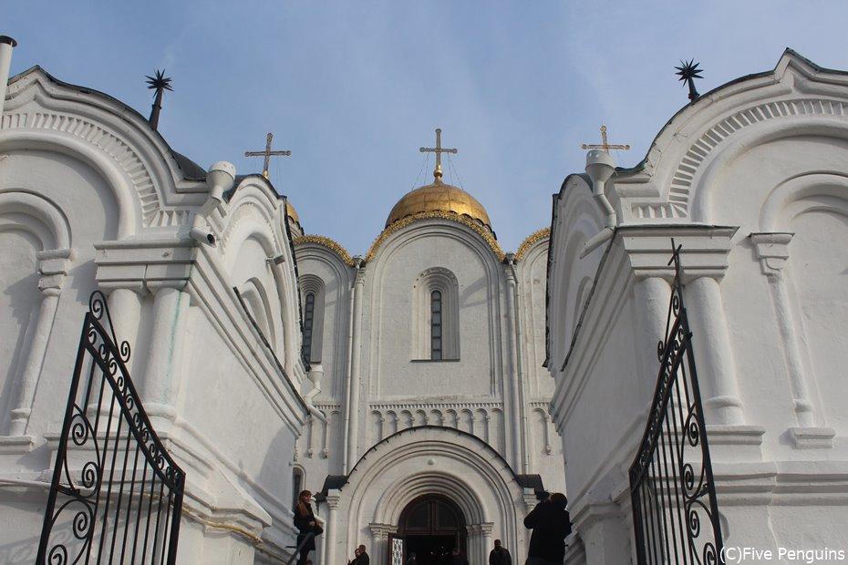 白亜のウスペンスキー大聖堂