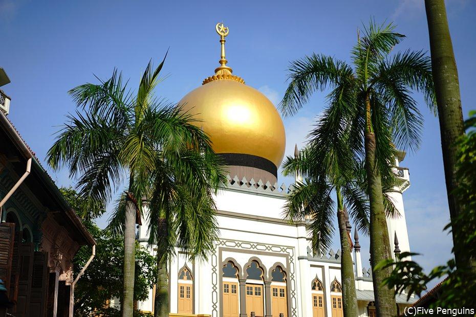 モスクが美しいアラブストリートにて