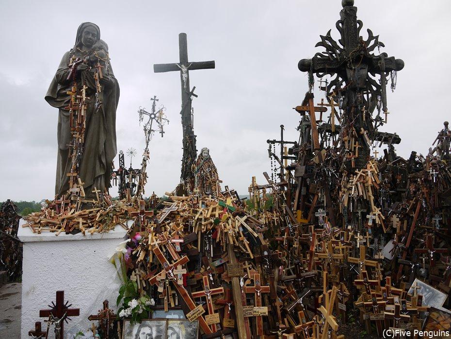 今もなお増え続ける十字架たち