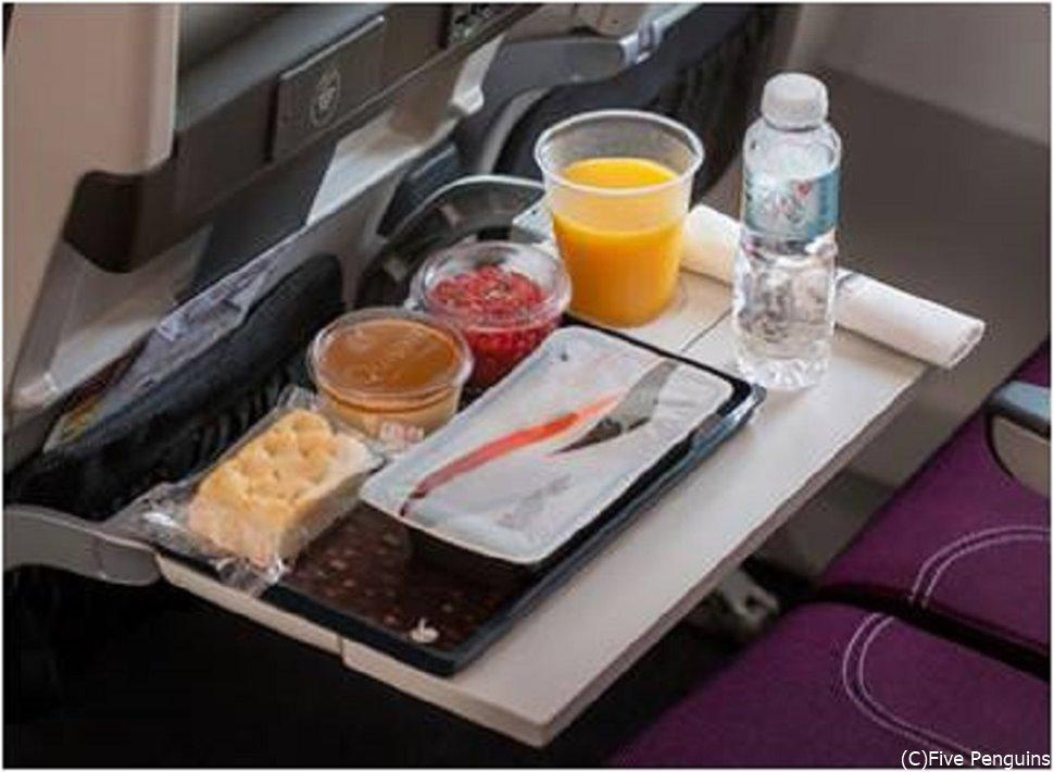 エコノミークラスの機内食イメージ(2021年5月現在)