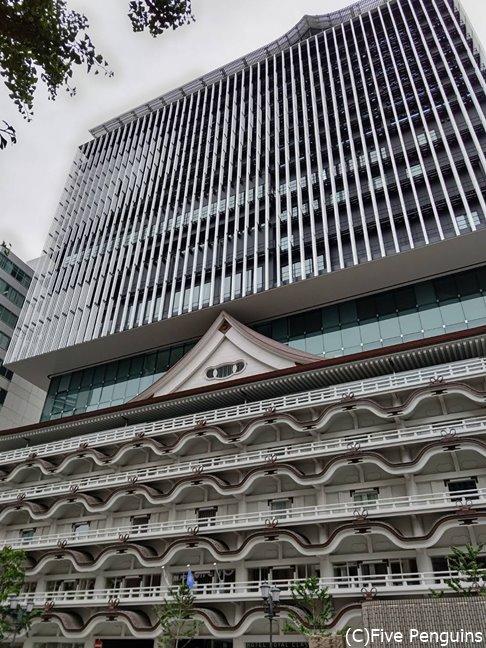 新歌舞伎座を残した外観。南海ナンバ駅から徒歩2分