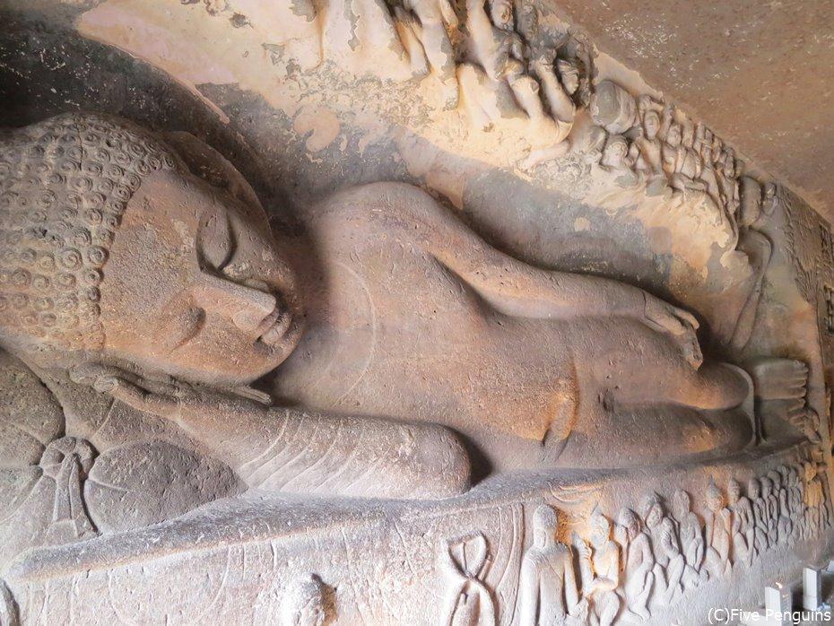 穏やかな顔の涅槃像はインド最大のもの