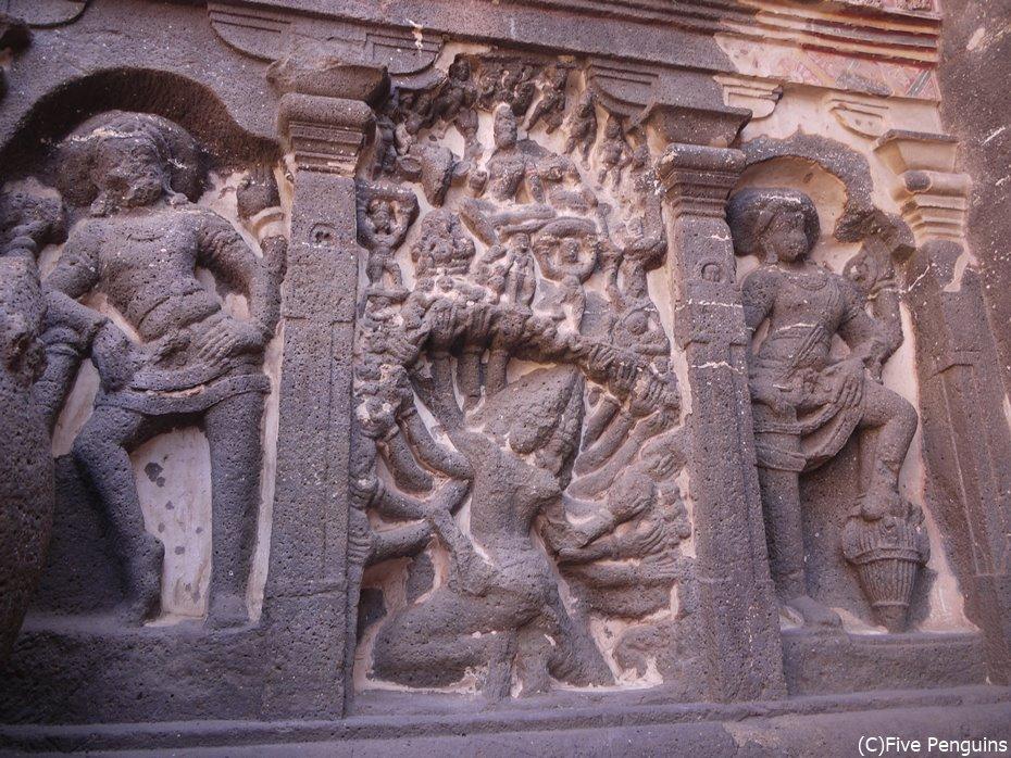ユニークな彫刻が多いのもヒンドゥー教寺院の特徴