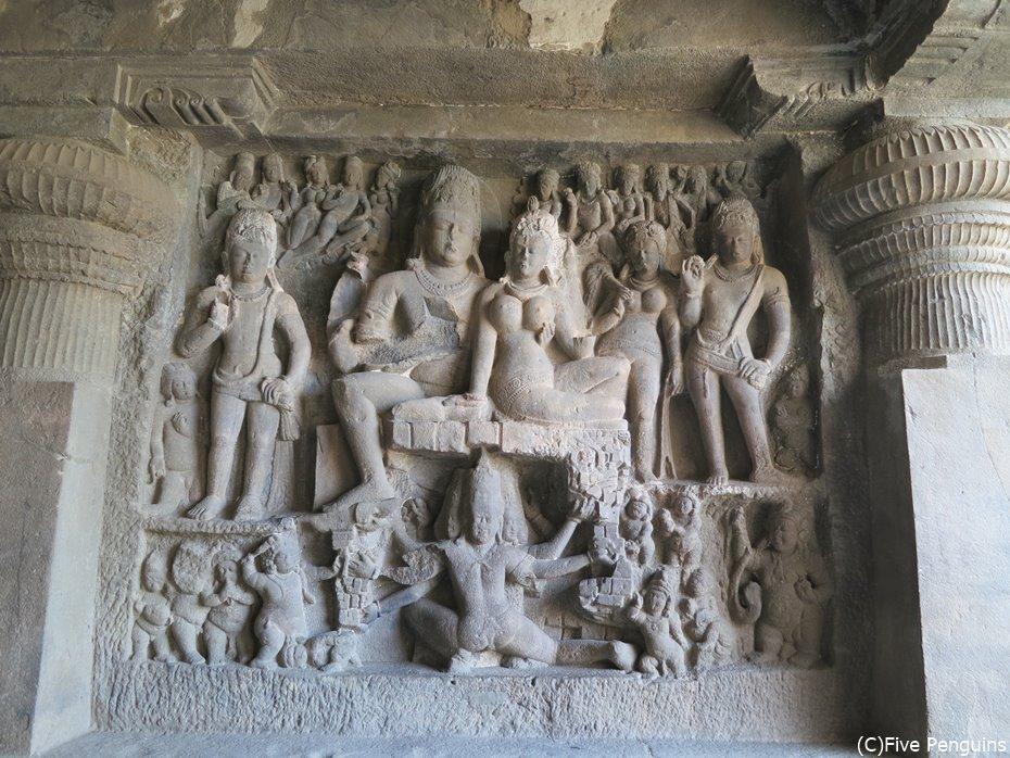 立体感が際立つ第29窟(ヒンドゥー教窟)の浮彫