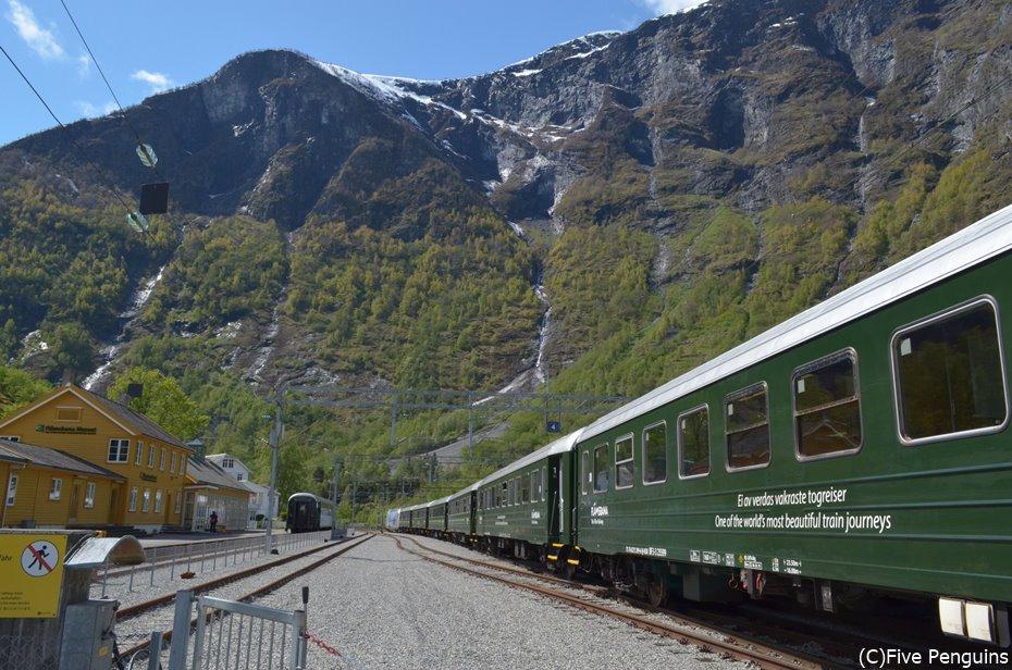 鉄道を乗り継いでフィヨルドの町へ!