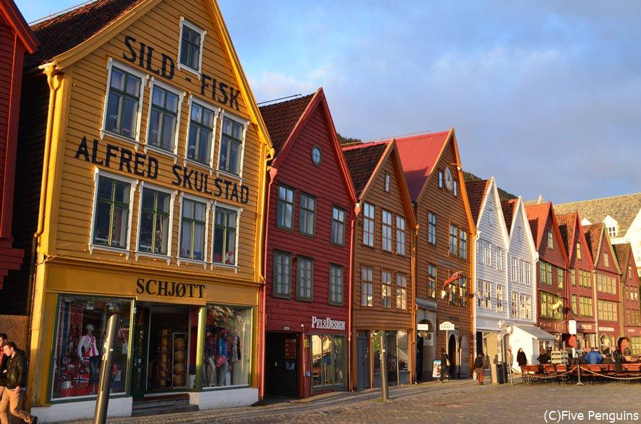 カラフルな木造の建物が並ぶブリッゲン地区