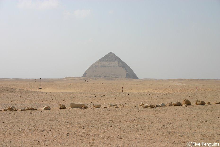 遠方から見た屈折ピラミッド