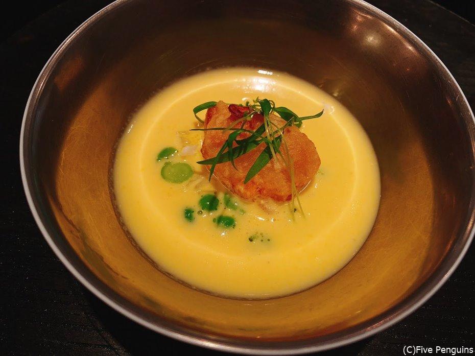 トウモロコシの冷製スープ。優しい甘みが美味。