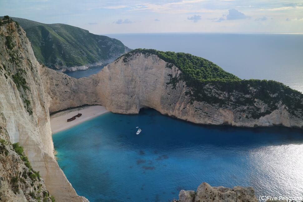 ギリシャの隠れ家的ビーチなら、ソーシャルディスタンスもばっちり!?