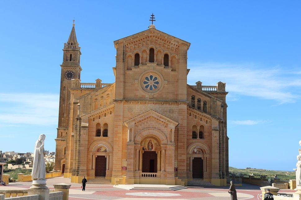ゴゾ島のタ・ピーヌ教会も、あなたが来ることを待っている。