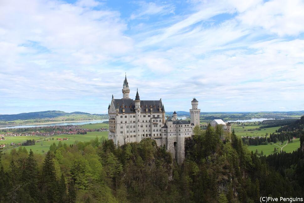 マリエン橋からノイシュバンシュタイン城を眺める